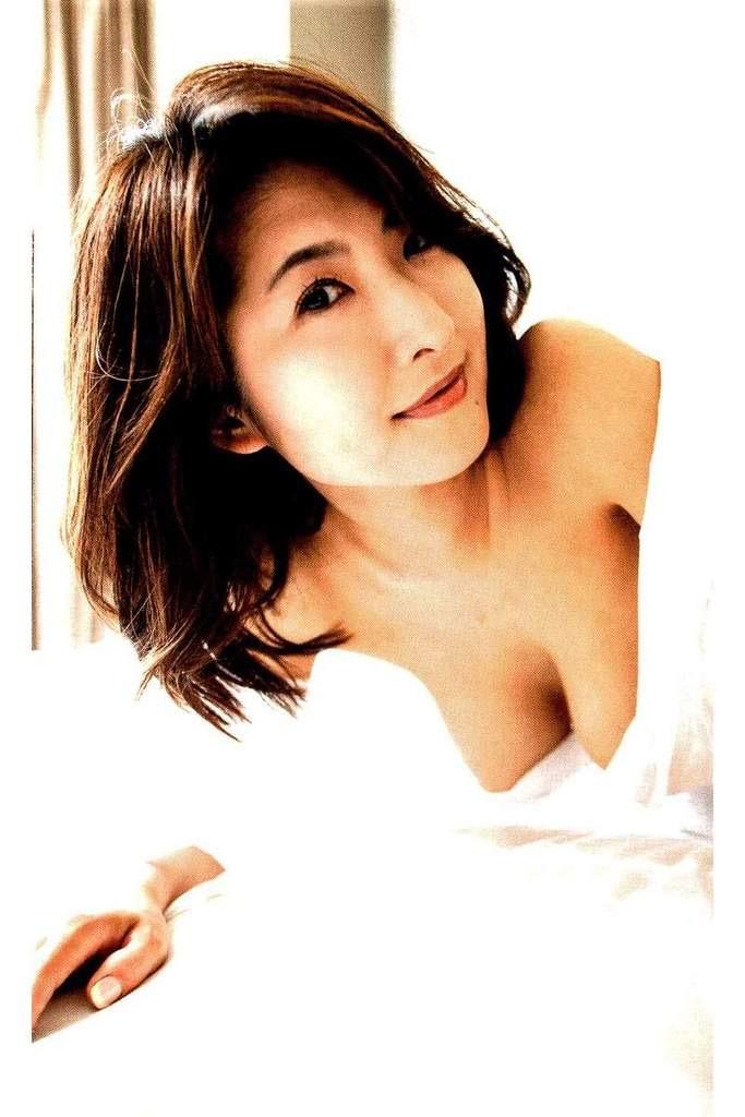 【古瀬絵理エロ画像】自慢のスイカップを存分に活かしてテレビで見せまくる爆乳女子アナウンサー 48