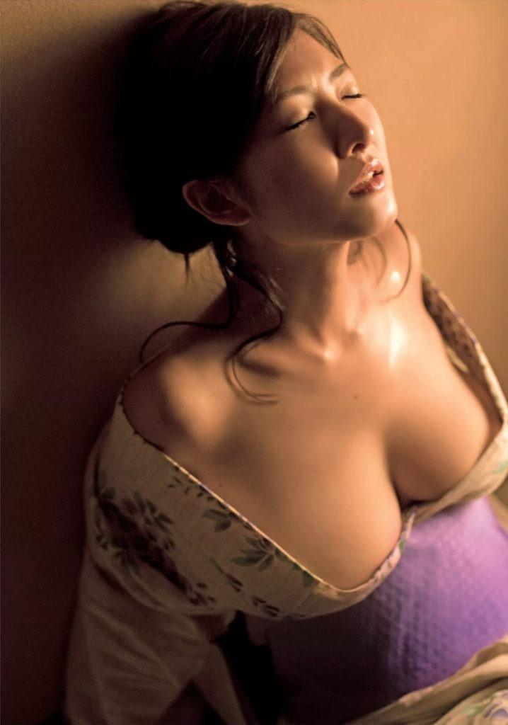 【古瀬絵理エロ画像】自慢のスイカップを存分に活かしてテレビで見せまくる爆乳女子アナウンサー 60