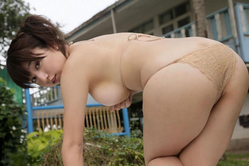 【池田愛恵里グラビア画像】ビールの売り子からグラドルになった巨乳巨尻のぷるるん娘!