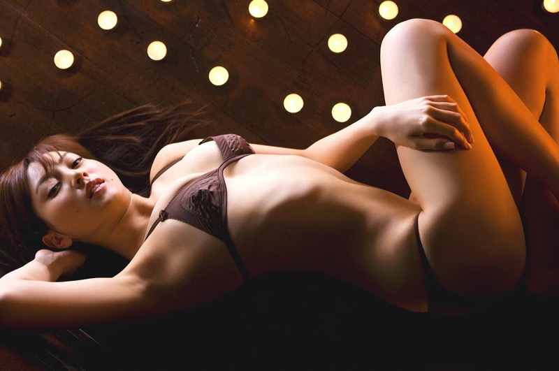 【池田夏希グラビア画像】綺麗な曲線を描くスタイル抜群なFカップ長身ボディがメチャシコ! 13
