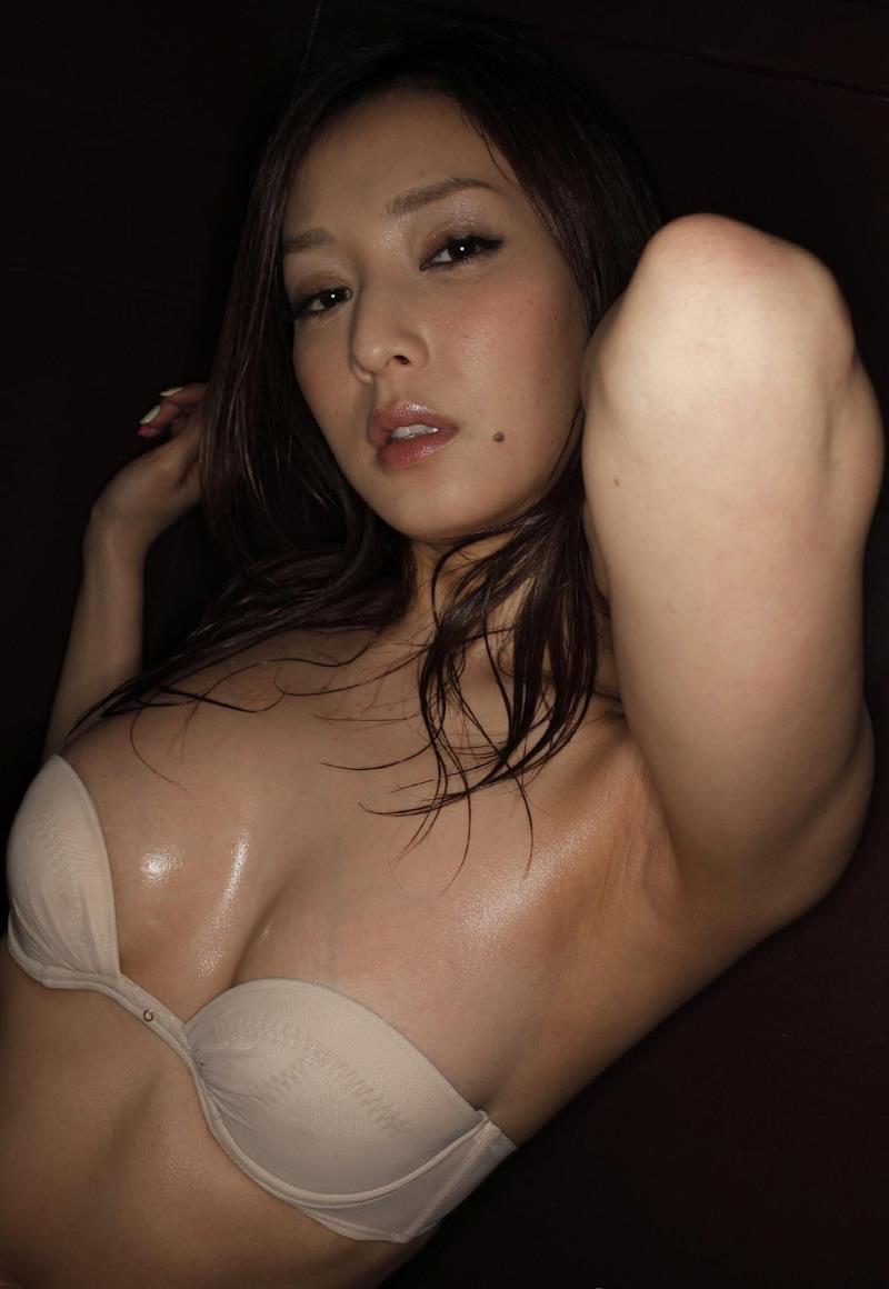 【池田夏希グラビア画像】綺麗な曲線を描くスタイル抜群なFカップ長身ボディがメチャシコ! 30