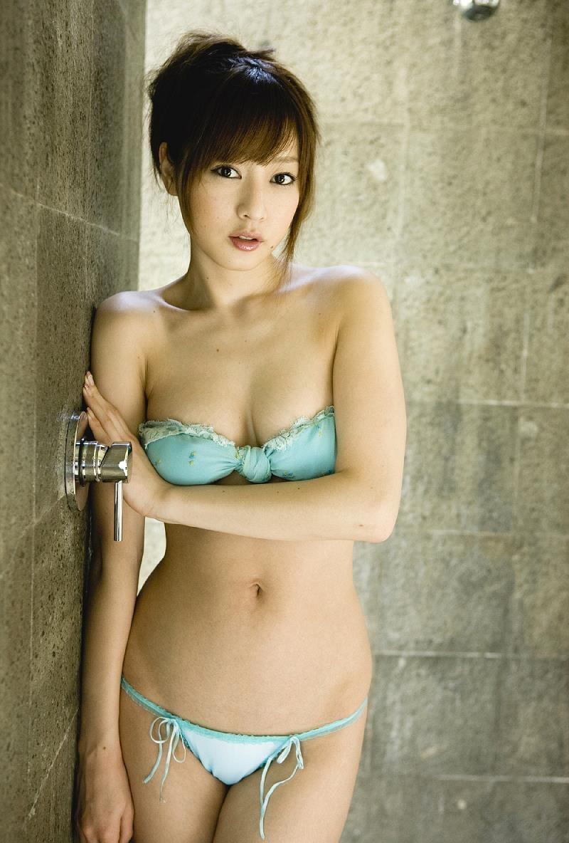 【池田夏希グラビア画像】綺麗な曲線を描くスタイル抜群なFカップ長身ボディがメチャシコ! 36
