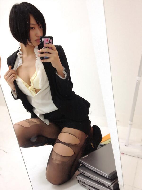【グラドルストッキング画像】ストッキングが似合ってとってもセクシーなグラドル美女画像 25