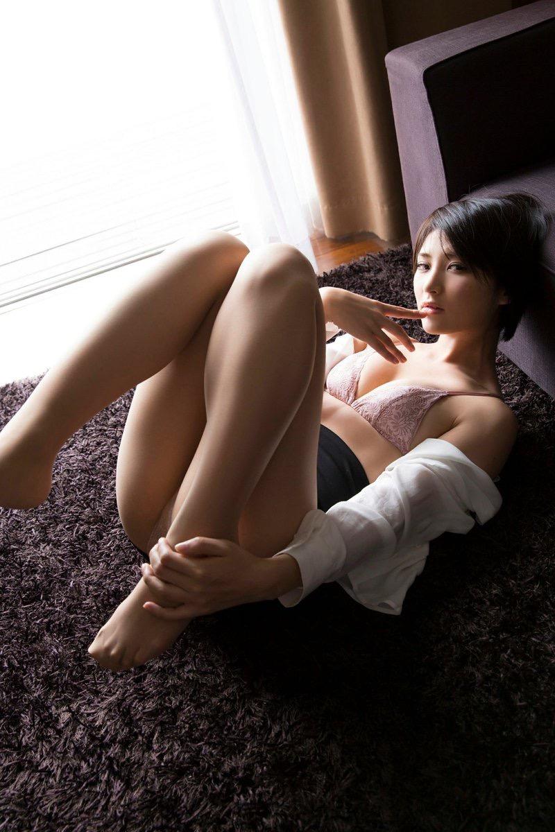 【グラドルストッキング画像】ストッキングが似合ってとってもセクシーなグラドル美女画像 38