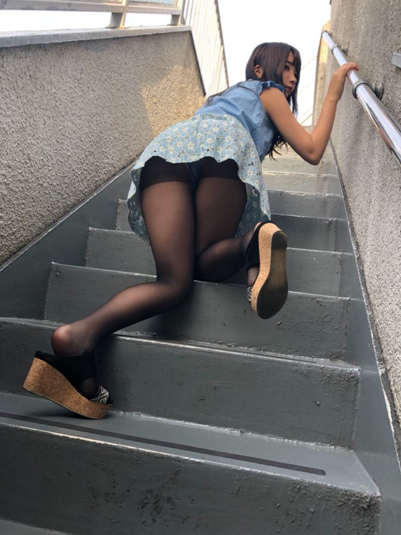 【グラドルストッキング画像】ストッキングが似合ってとってもセクシーなグラドル美女画像 39