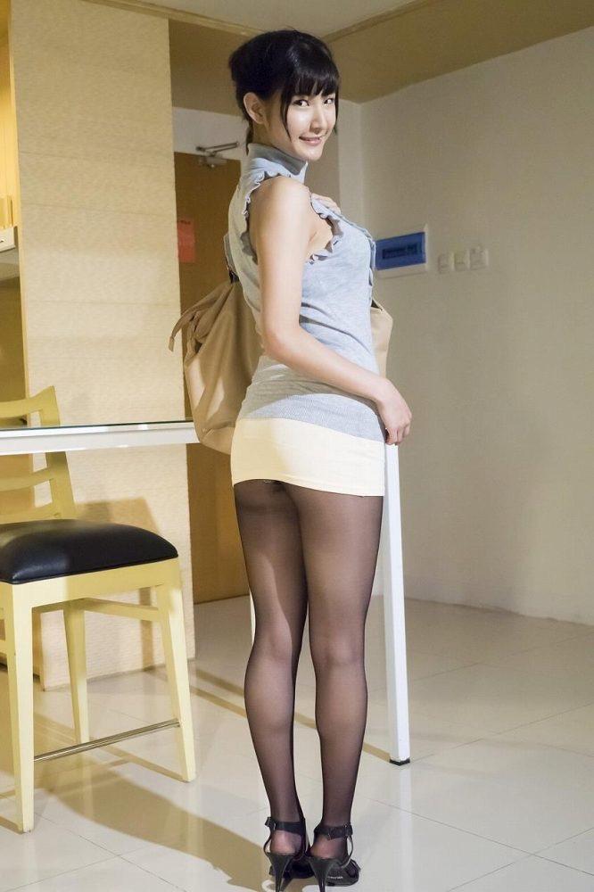 【グラドルストッキング画像】ストッキングが似合ってとってもセクシーなグラドル美女画像 43
