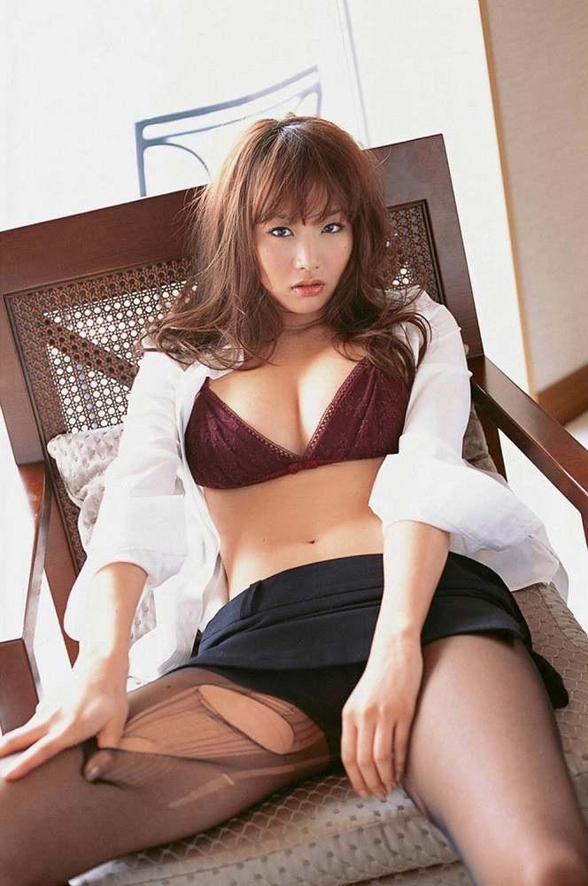 【グラドルストッキング画像】ストッキングが似合ってとってもセクシーなグラドル美女画像 47