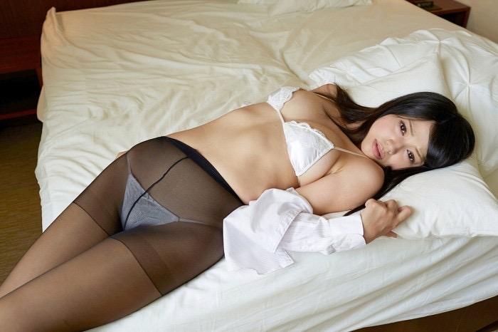 【グラドルストッキング画像】ストッキングが似合ってとってもセクシーなグラドル美女画像 54