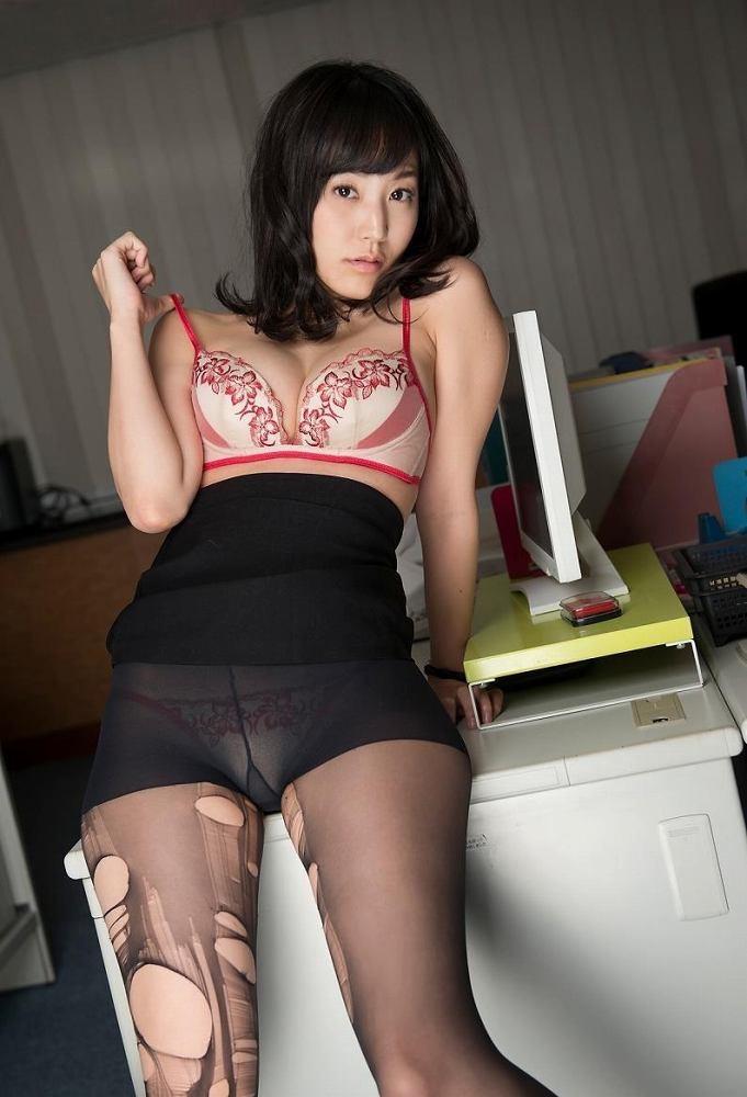 【グラドルストッキング画像】ストッキングが似合ってとってもセクシーなグラドル美女画像 72