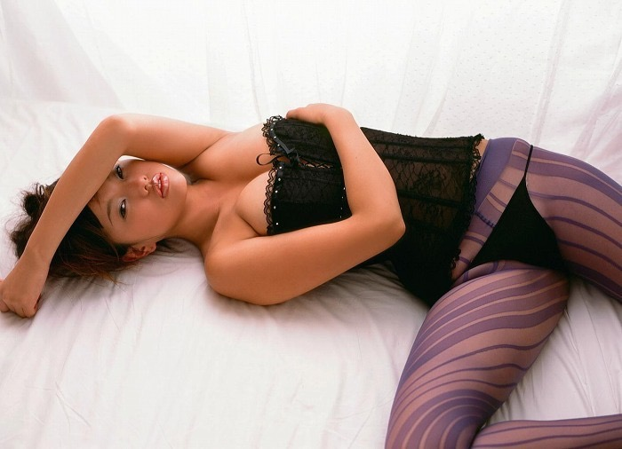 【グラドルストッキング画像】ストッキングが似合ってとってもセクシーなグラドル美女画像 76