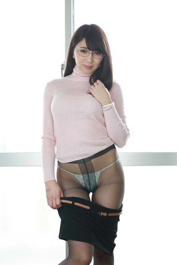 【グラドルストッキング画像】ストッキングが似合ってとってもセクシーなグラドル美女画像 79