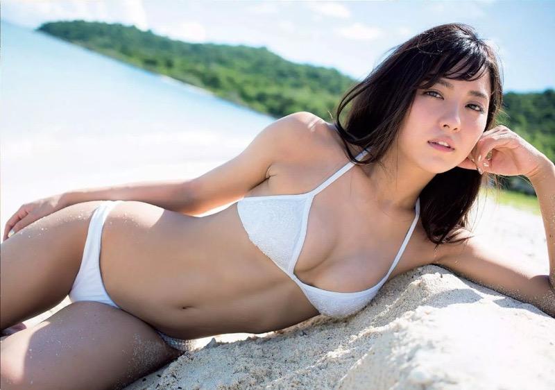 【石川恋グラビア画像】ファッションモデルとは思えない高露出写真を披露するセクシー美女 06
