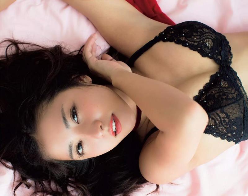 【石川恋グラビア画像】ファッションモデルとは思えない高露出写真を披露するセクシー美女 11