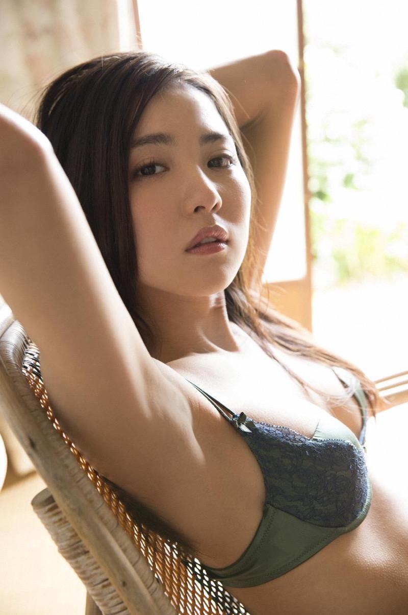 【石川恋グラビア画像】ファッションモデルとは思えない高露出写真を披露するセクシー美女 29