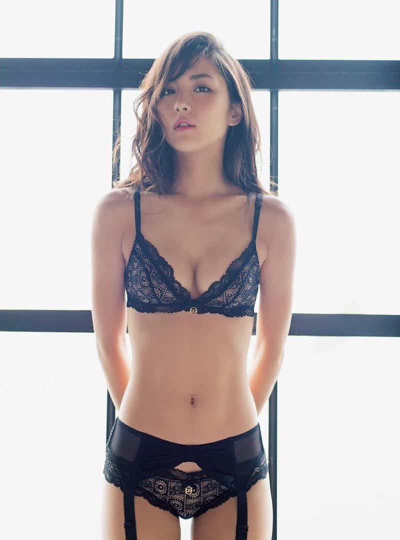【石川恋グラビア画像】ファッションモデルとは思えない高露出写真を披露するセクシー美女 49