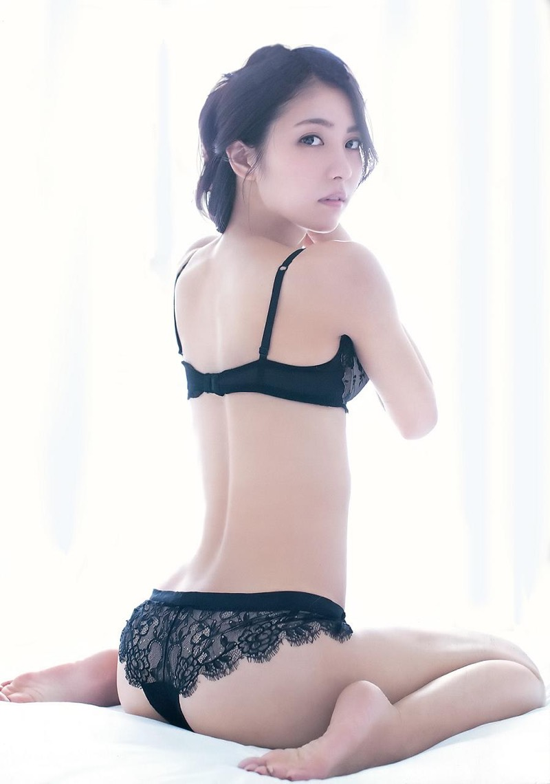 【石川恋グラビア画像】ファッションモデルとは思えない高露出写真を披露するセクシー美女 53