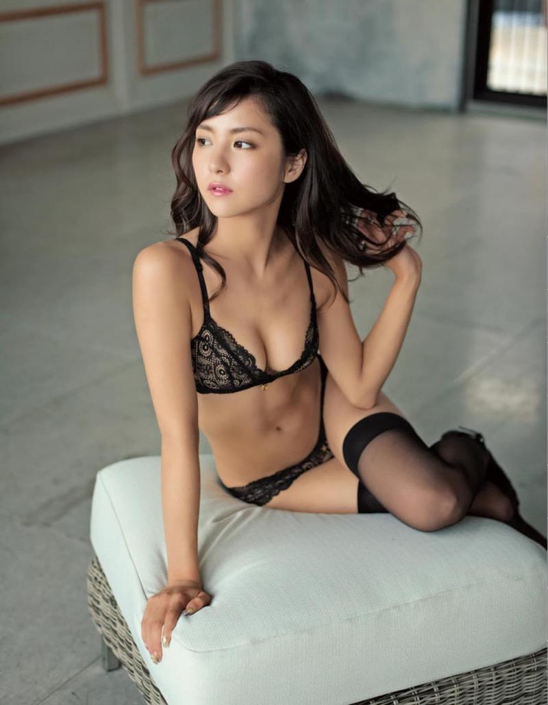【石川恋グラビア画像】ファッションモデルとは思えない高露出写真を披露するセクシー美女 75