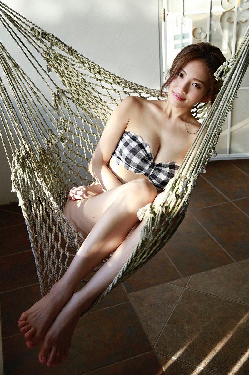 【伊東紗冶子グラビア画像】西川貴教との熱愛報道が原因で実家に連れ戻されたグラビアアイドル 12