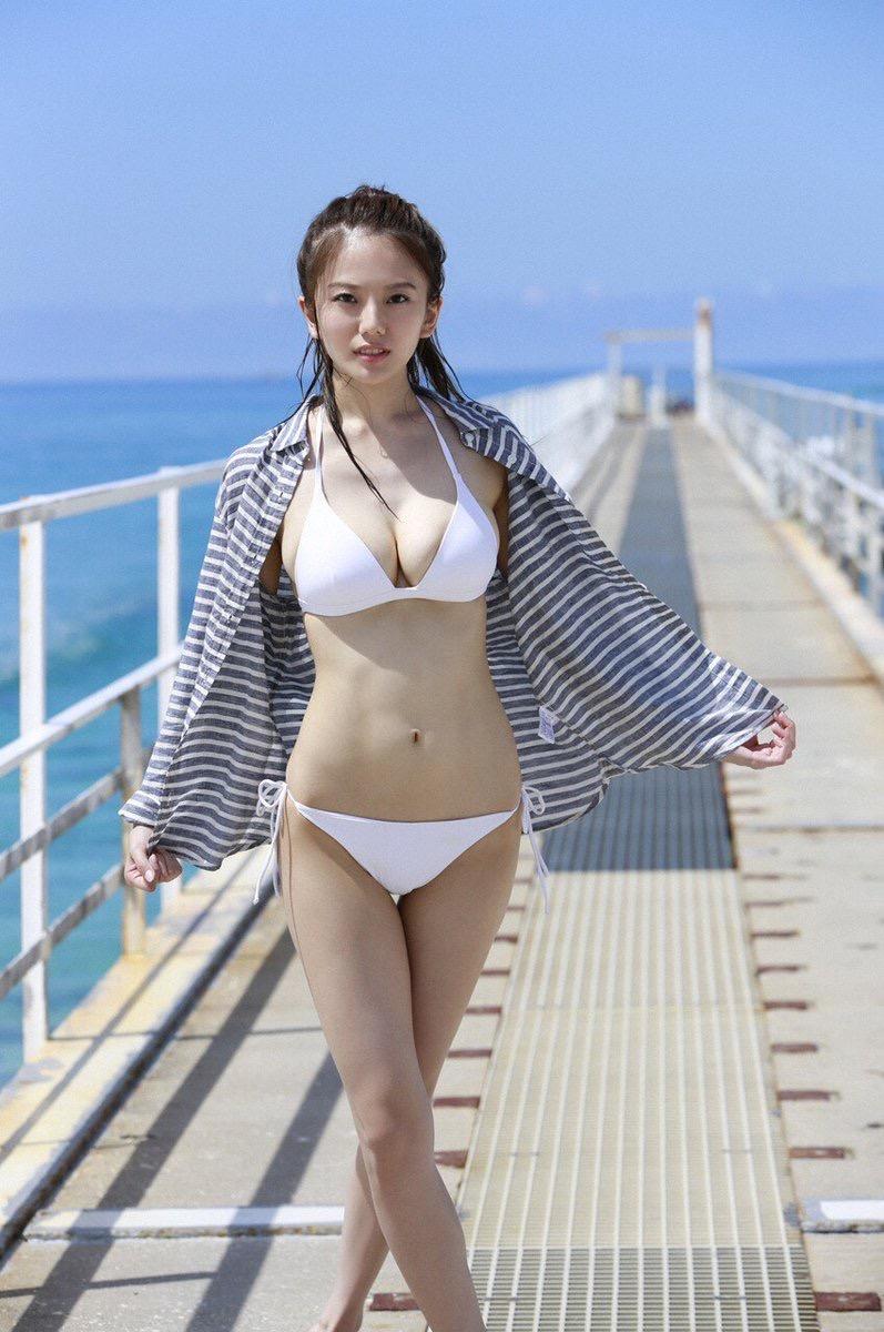 【伊東紗冶子グラビア画像】西川貴教との熱愛報道が原因で実家に連れ戻されたグラビアアイドル 16