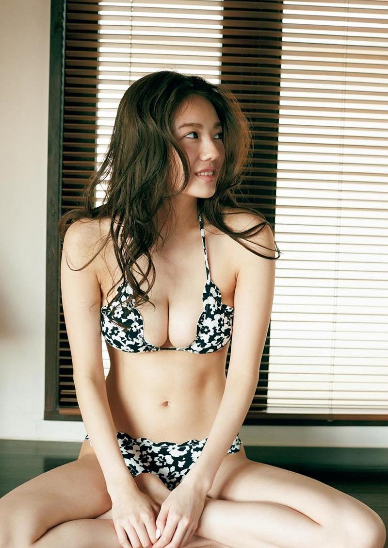 【伊東紗冶子グラビア画像】西川貴教との熱愛報道が原因で実家に連れ戻されたグラビアアイドル 26