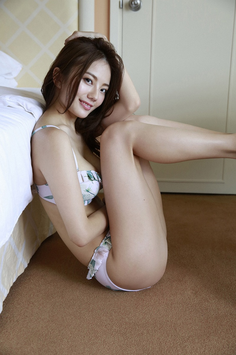 【伊東紗冶子グラビア画像】西川貴教との熱愛報道が原因で実家に連れ戻されたグラビアアイドル 32