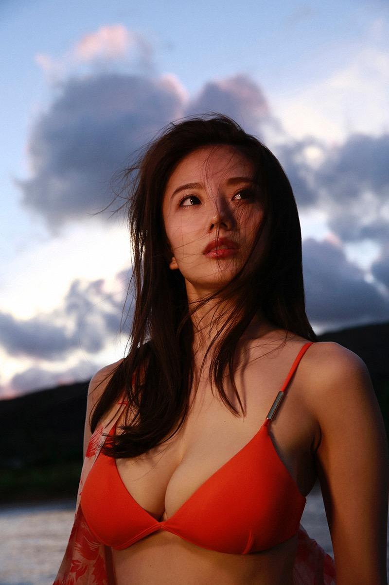 【伊東紗冶子グラビア画像】西川貴教との熱愛報道が原因で実家に連れ戻されたグラビアアイドル 42