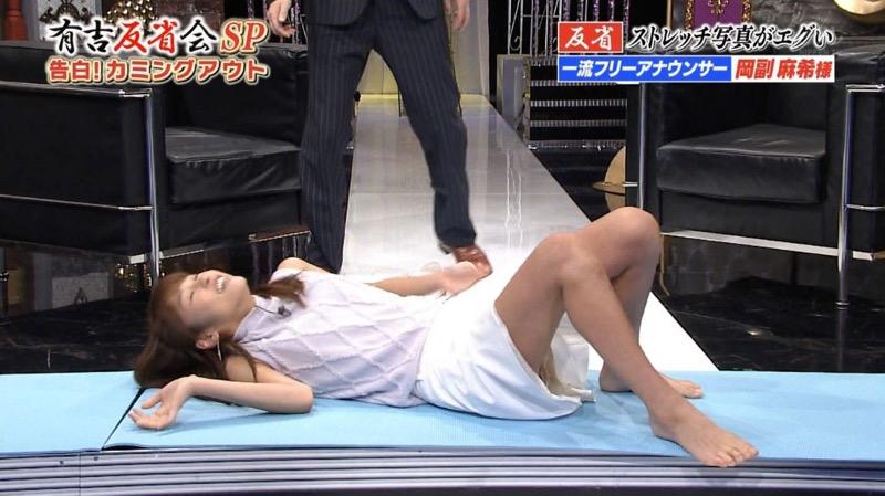 【女子アナキャプ画像】放映中に図らずもエッチな姿を晒してしまった女子アナ事故画像