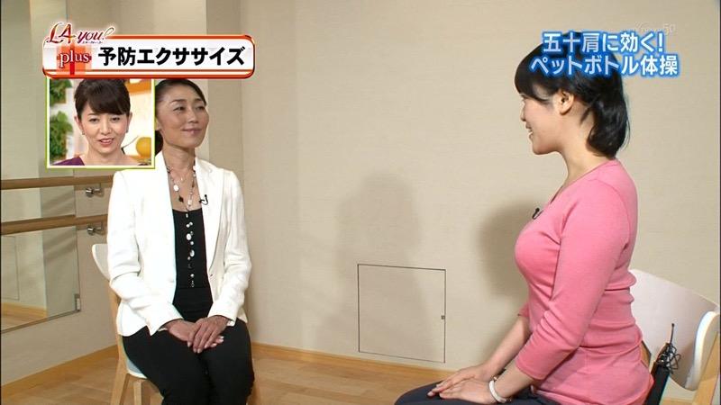【女子アナキャプ画像】放映中に図らずもエッチな姿を晒してしまった女子アナ事故画像 09