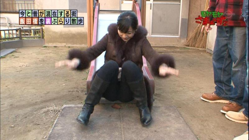 【女子アナキャプ画像】放映中に図らずもエッチな姿を晒してしまった女子アナ事故画像 49