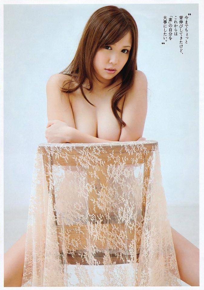 【グラドル手ブラ画像】ブラを着けずに手でオッパイを覆い隠した姿がエロいグラドル美女 26