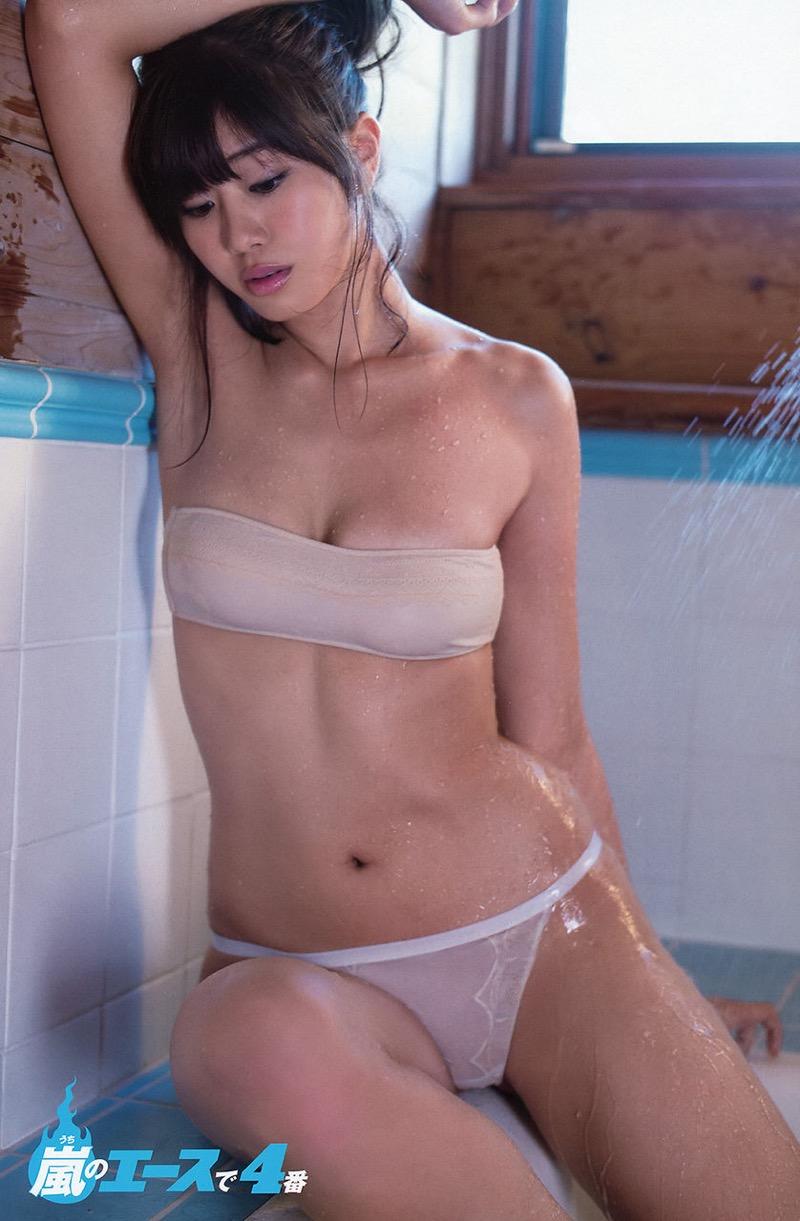 【稲村亜美グラビア画像】ビキニ姿でバットをフルスイングするスポーツ系グラビアアイドル 07