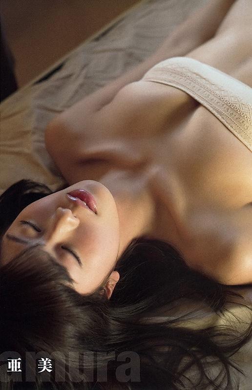 【稲村亜美グラビア画像】ビキニ姿でバットをフルスイングするスポーツ系グラビアアイドル 24