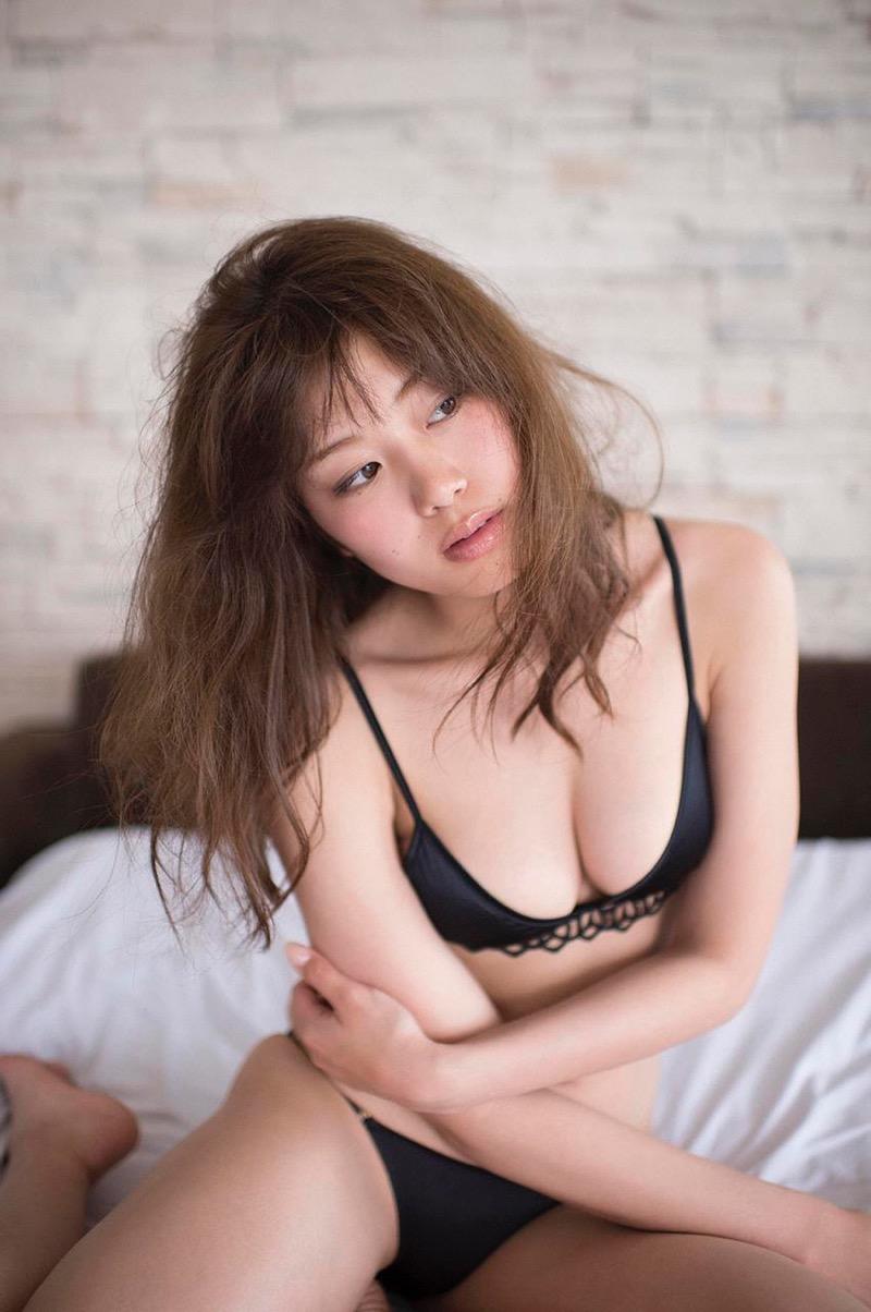 【稲村亜美グラビア画像】ビキニ姿でバットをフルスイングするスポーツ系グラビアアイドル 30