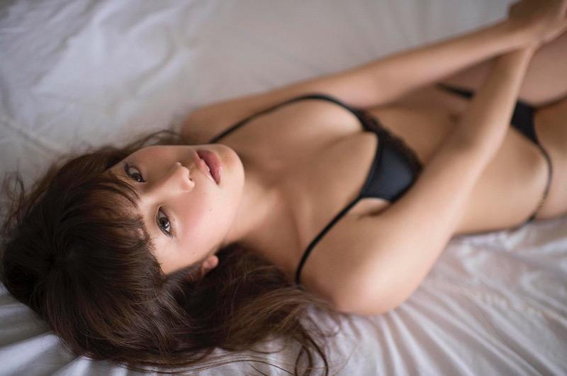 【稲村亜美グラビア画像】ビキニ姿でバットをフルスイングするスポーツ系グラビアアイドル 31