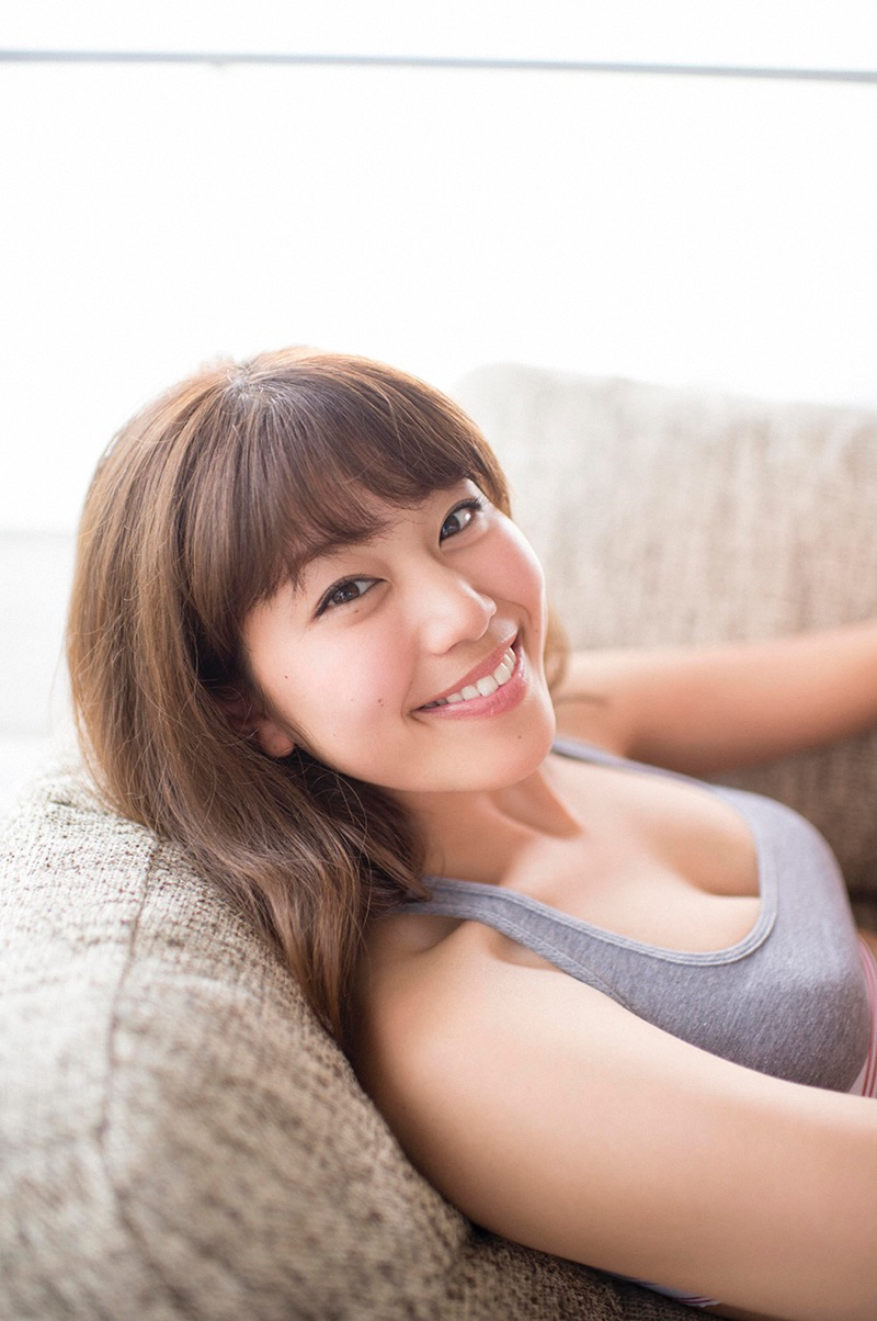【稲村亜美グラビア画像】ビキニ姿でバットをフルスイングするスポーツ系グラビアアイドル 35
