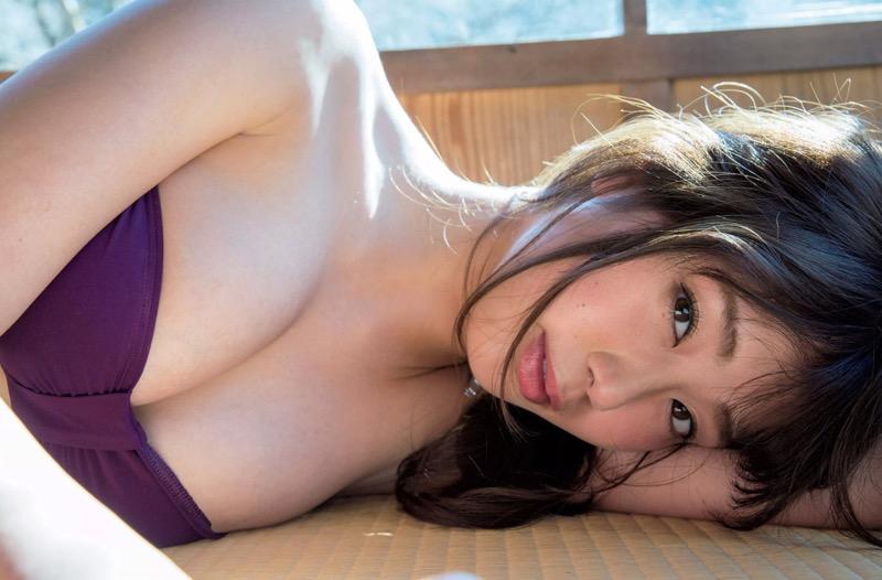 【稲村亜美グラビア画像】ビキニ姿でバットをフルスイングするスポーツ系グラビアアイドル 38