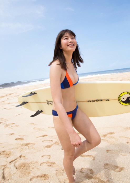 【稲村亜美グラビア画像】ビキニ姿でバットをフルスイングするスポーツ系グラビアアイドル 60