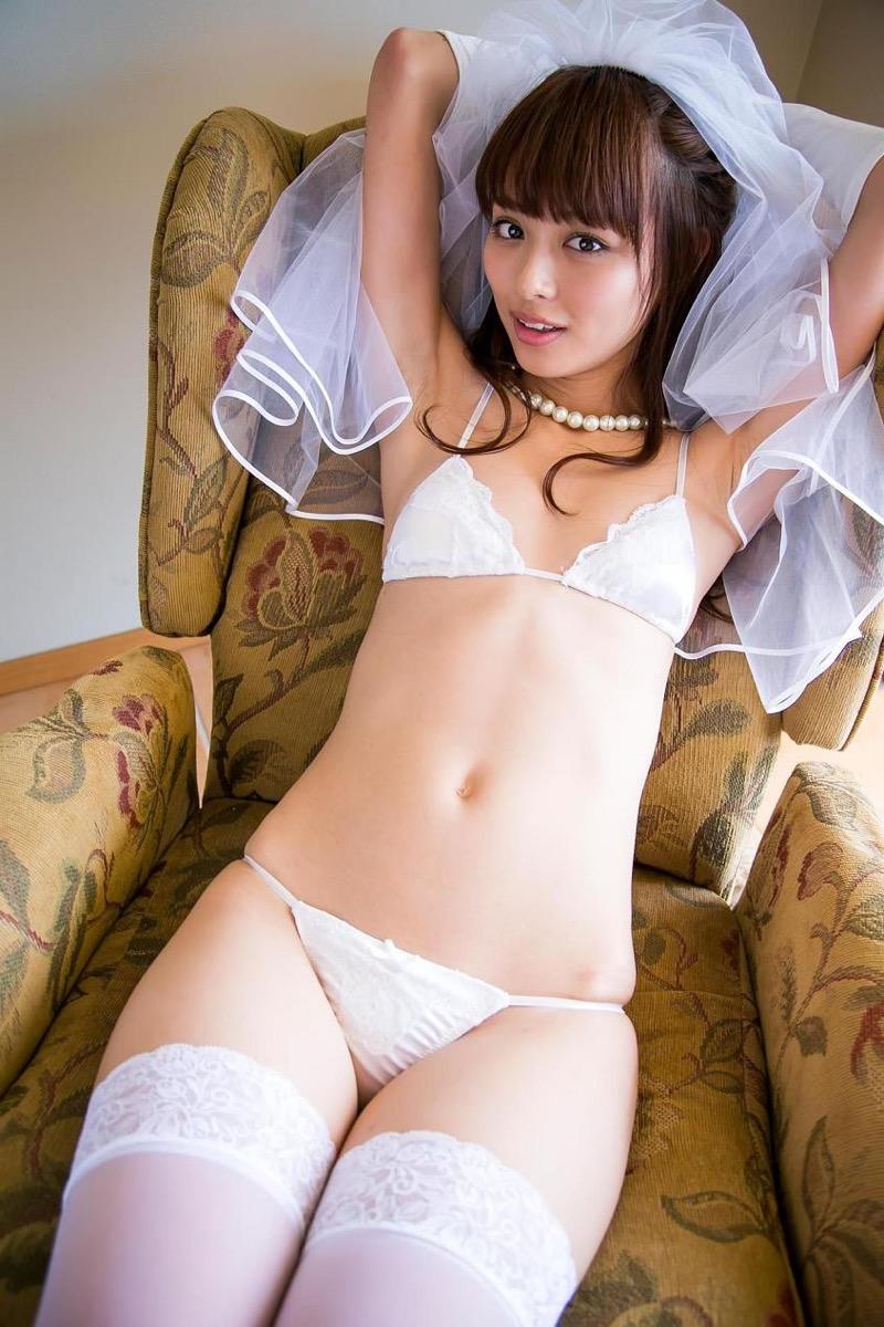 【内田理央グラビア画像】スレンダーボディに小ぶりなオッパイが可愛らしいグラビアアイドル 18