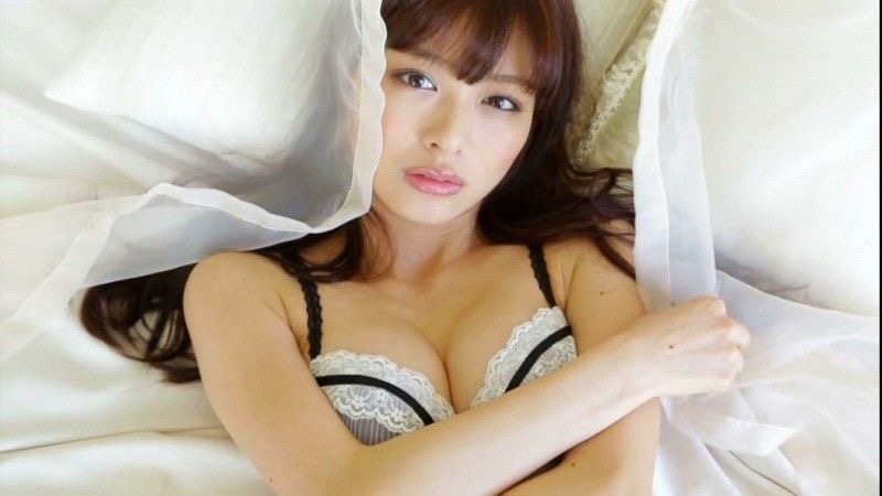 【内田理央グラビア画像】スレンダーボディに小ぶりなオッパイが可愛らしいグラビアアイドル 75