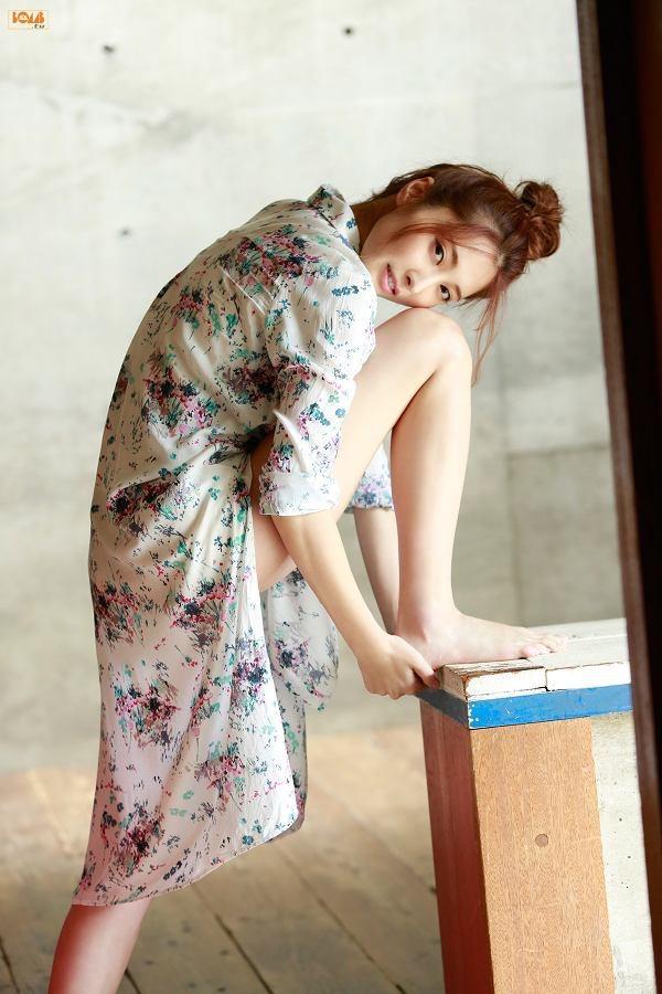 【大石絵理グラビア画像】バイセクシャル発言で話題になったファッションモデルのセクシー写真 22