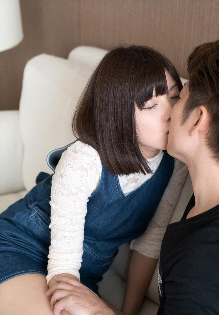 【キスの日エロ画像】優しいキスから濃厚キスまで美女と唇や舌を重ね合わせるキスシーン画像 22