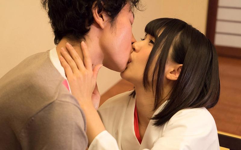 【キスの日エロ画像】優しいキスから濃厚キスまで美女と唇や舌を重ね合わせるキスシーン画像 50