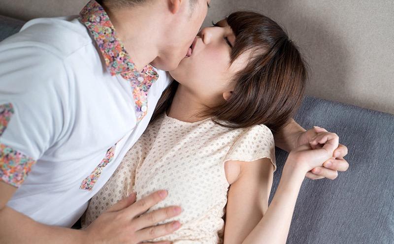 【キスの日エロ画像】優しいキスから濃厚キスまで美女と唇や舌を重ね合わせるキスシーン画像 53