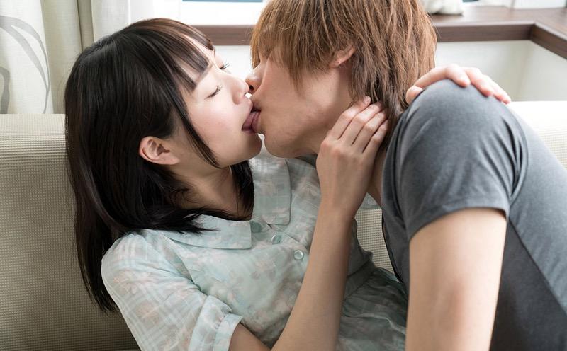 【キスの日エロ画像】優しいキスから濃厚キスまで美女と唇や舌を重ね合わせるキスシーン画像 66