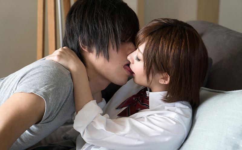 【キスの日エロ画像】優しいキスから濃厚キスまで美女と唇や舌を重ね合わせるキスシーン画像 68