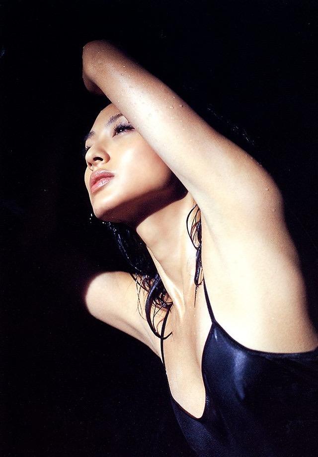 【遠野舞子グラビア画像】90年代に活躍したアイドル歌手が熟女グラドルとして復活するってマジ!? 06