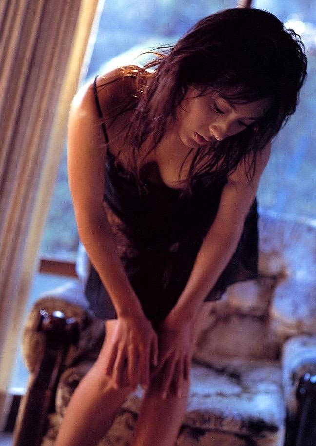 【遠野舞子グラビア画像】90年代に活躍したアイドル歌手が熟女グラドルとして復活するってマジ!? 15