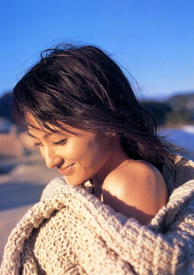 【遠野舞子グラビア画像】90年代に活躍したアイドル歌手が熟女グラドルとして復活するってマジ!? 16
