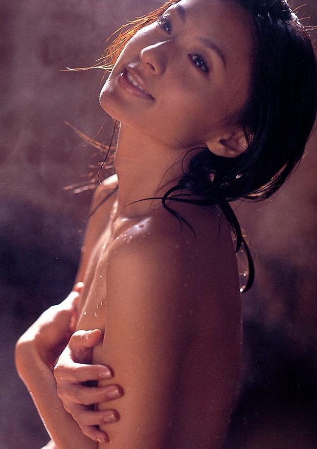 【遠野舞子グラビア画像】90年代に活躍したアイドル歌手が熟女グラドルとして復活するってマジ!? 24