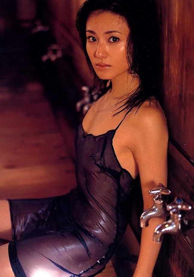 【遠野舞子グラビア画像】90年代に活躍したアイドル歌手が熟女グラドルとして復活するってマジ!? 27